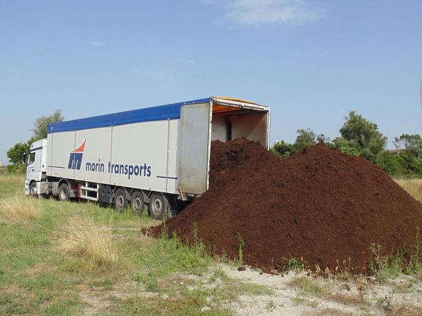 Transport de terre par camion