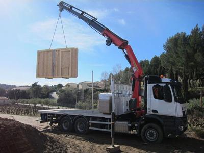 Transport et manutention par porteur ou tracteur équipés d'une grue